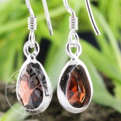 Earring Garnet faceted Drop
