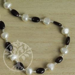 Garnet mother of pearl silver necklace chain