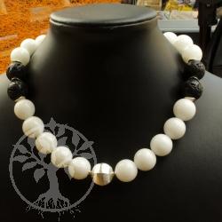 Halskette mit Aragonit und Lava