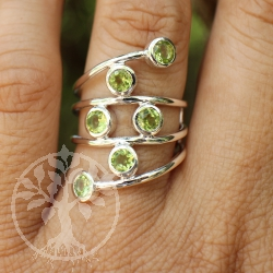 Silver Ring with six faceted Peridote-Gemstone
