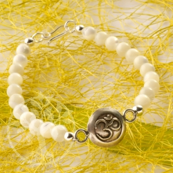 Mother of Pearl Bracelet Ohm