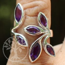 Silver Ring with six faceted Amethyst-Gemstone