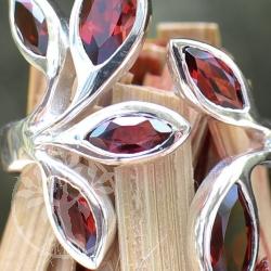 Granat-Edelstein Silberring facettiert mit 6 Blättern