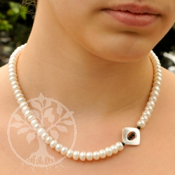 Pearl necklace with genuine breeding pearl white and sterling silver 925 closure