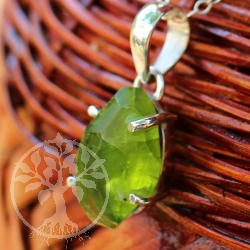 Peridot Sterlingsilver Pendant with big peridot gemstone