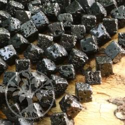 Lava Würfel Perlen 6mm A, Diagonal Gebohrt Würfelperlen aus Lavastein schwarz 40cm poliert