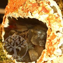 Tiger aus Achat Edelstein Einzelstück in seinem Rohstein Tiger in Höhle Gravur