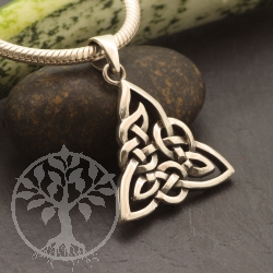 Celtic Pendant triangular leaves in Sterlingsilver 925. 25x32mm