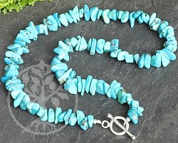 Turquoise necklace with silver toogle clasp