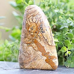 Natursteinfigur nachgeschliffen Jasper-Landschafts Edelstein Skulptur 84*57*32mm