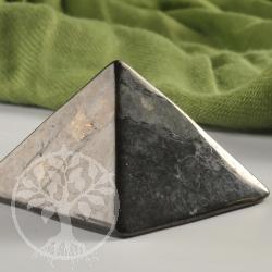 Schungit Pyramide 30mm Kantenlänge mit Karte zum Edelstein