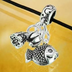 Silbercharm mit Anhänger Fisch, Geldsack und Blüte