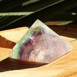 Fluorit Pyramide 004 aus Stein geschliffener Fluorit Edelstein