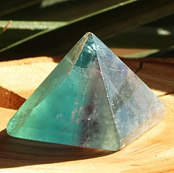 Fluorit Pyramide 005 Edelstein Pyramide