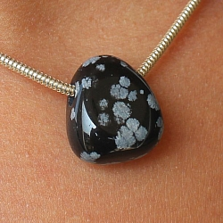 Obsidian Stein Anhänger MINI 18x13mm Schneeflocke