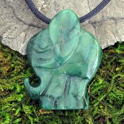 Anhaenger indischer Elefant aus afrikanischer Jade
