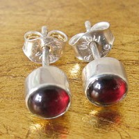 Studs Sterling Silver 925 Round with 5mm garnet