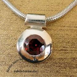 Silber-Anhaenger rund mit Granat