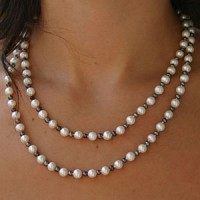 Perlenkette Extralang Weiss/dunkel