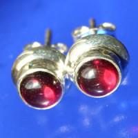 Garnet Earstuds round 8 mm