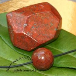 Roter Jaspis Set facettierter Stein und Kugel