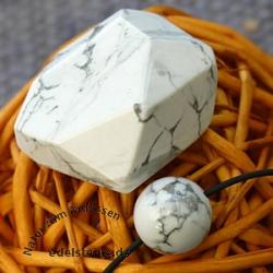 Magnesit Set facettierter Stein und Kugel