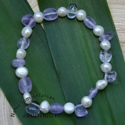 Armband aus Amethyst und Perlen