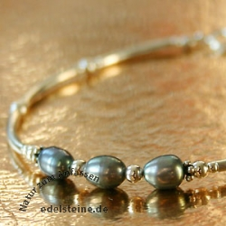 Bracelet with dark Pearls and Silver