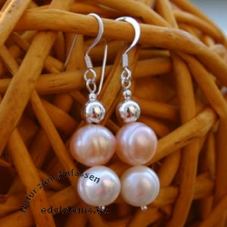 Earrings with pink and white pearls