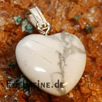 Magnesite Heart Pendants Mini 3 pcs