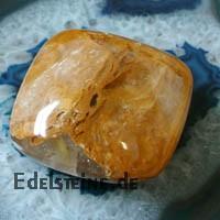Bergkristall mit Einschluessen Massagestein