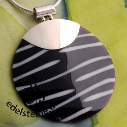 Zebra shell pendant with silver 4