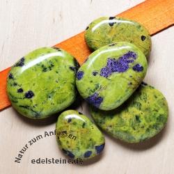 Stichtit flat semi-precious stone 3 Pieces