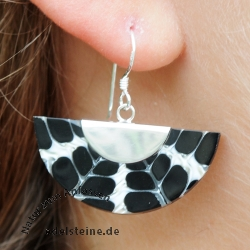 Black-White Spider Shell Ear Pendant