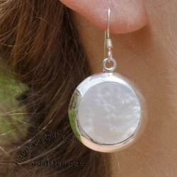 Earhooks mother-of-pearl white