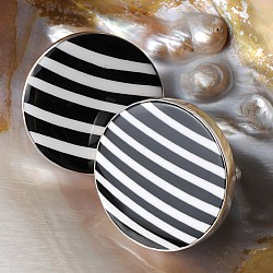 Ring with black and white shell