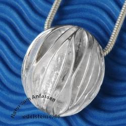 Silver pendant ribs