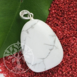 Magnesite pendant with loop