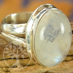Rainbow Moonstone Sterlingsilver Ring