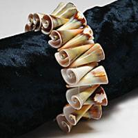 Armband aus Trompeten-Muscheln