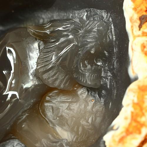Tiger aus Achat Edelstein Einzelstück in Rohstein Tiger in Höhle Gravur 20x13cm
