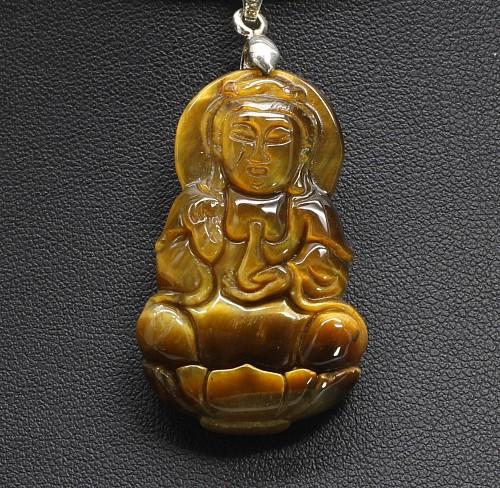 Kuang Yin Anhaenger aus Tigerauge mit Öse aus Silber 38x20 mm