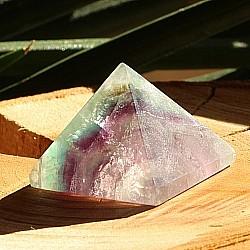 Fluorit Pyramide ca.30x30x28 mm