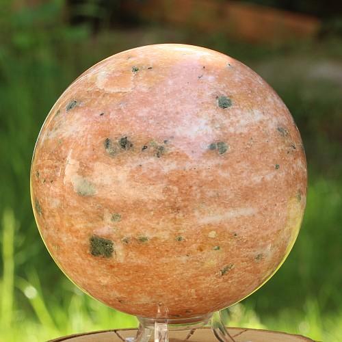 Steinkugel Feuercalcit orange / weiß Feldspat mit schwarzen Einschlüssen ca. 10cm