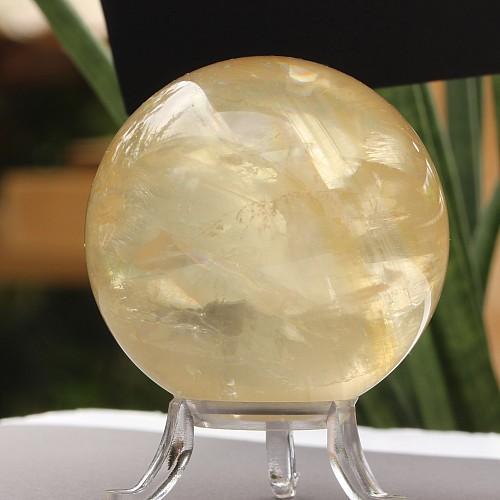 Calcit weiß Doppelspat Kugel eine Kalzitkugel gelb/weiß 62mm