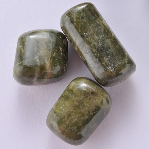 Vesuvianit Trommelstein 20/28mm