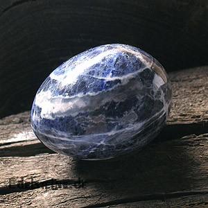 Sodalit Ei 50mm steinei aus Blauem Sodalit