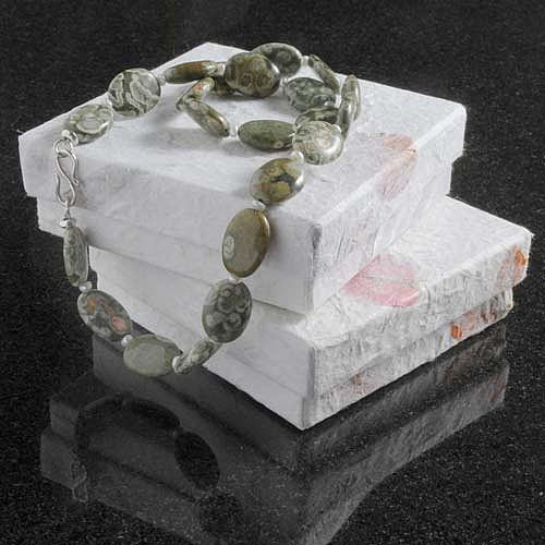 Schmuckbox handgeschöpftes Papier mit Blüten weiß 10x10x3 cm