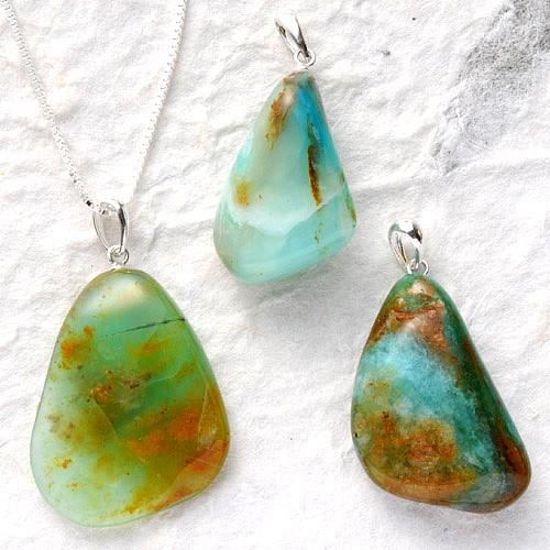 Blauer Opal Anhänger mit Silberöse