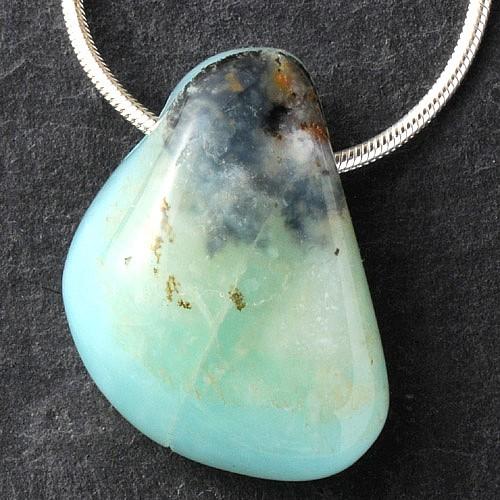 Blauer Opal Trommelstein Anhänger